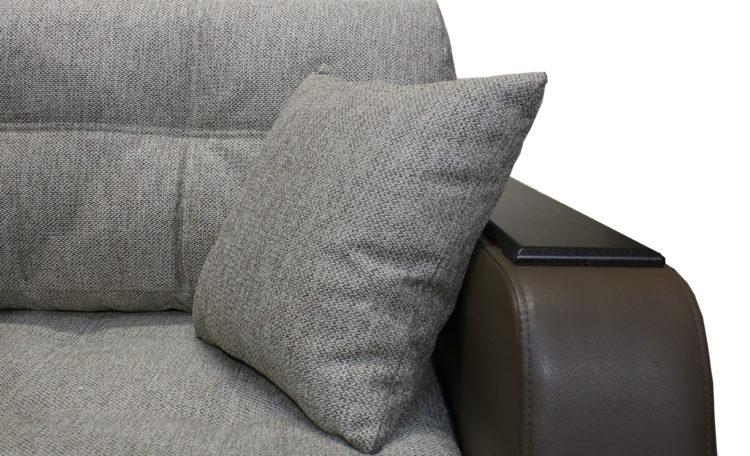 декор на подлокотнике дивана